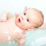 Je užitečné plavání s miminky?